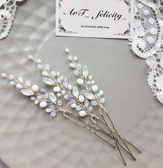 Нет описания фото. Hair Jewelry, Bridal Jewelry, Diy Tiara, Pearl Hair Pins, Wedding Hair Pins, Bridal Hair Flowers, Short Hair Updo, Hair Decorations, Wedding Hair Accessories