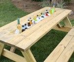 How to Make a Picnic Table Drink Trough... Ready for another summer project Dad? Diy Picnic Table, Picnic Table Plans, Wooden Picnic Tables, Outdoor Picnic Tables, Diy Table, Patio Tables, Picnic Table Cooler, Backyard Picnic, Backyard Parties