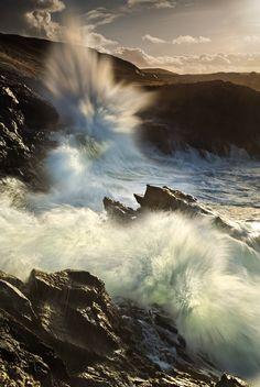 La Nature impétueuse et sauvage, véritable force insaisissable ... C'est toute la beauté de l'Irlande ! http://www.grandangle.fr/destinations_irlande Photo de Gary McParland, Rosguill Peninsula, County Donegal, Ireland