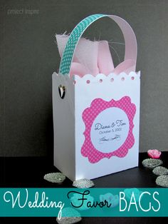 Wedding Favors on a Budget includes free template to create the favor bag. #diyweddings