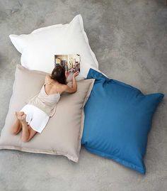El asiento colchón Big Bag con medidas extremas es ideal para relajarte en compañía. Complemento ideal para las camas balinesas. Disponible en varios colores.