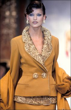 Linda Evangelista, Christian Dior Haute Couture, I actually really love her makeup too. Very sleek and pretty! Dior Fashion, Fashion Week, Couture Fashion, Runway Fashion, Fashion Beauty, Fashion Show, Fashion Outfits, Womens Fashion, Fashion Design