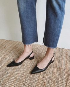 my_chameleon The classic slingback Mansur Gavriel shoes trends casual Flat Dress Shoes, Wedge Shoes, Buy Shoes, Me Too Shoes, Women's Shoes, Shoes Sneakers, Narrow Shoes, Slingback Shoes, Slingbacks