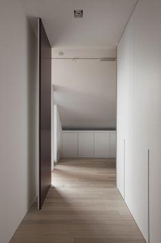pivot door - Interior in Hooglede Belgium by Het Atelier Interior Decorating, Interior Design, Home Trends, Door Design, Windows And Doors, Interior Inspiration, Interior Architecture, Dressing, Furniture