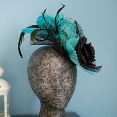 Fascinator hat with volumes and feathers Follow me on IG: @patriciacossiotocados  More info: patriciacossiotocados @gmail.com