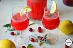 Limonada cu visine este racorirea pe care ti-o doresti in zilele astea caniculare. Visinele imbogatesc limonada clasica si aduc mai mult gust si aroma. De..