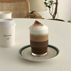 Cream Aesthetic, Aesthetic Coffee, Brown Aesthetic, Aesthetic Food, Aesthetic Style, Aesthetic Pics, Aesthetic Grunge, Coffee Cafe, Coffee Drinks