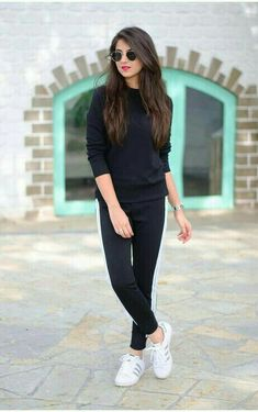 Look Your Best With This Fashion Advice – Top Clothes Boutique Best Photo Poses, Girl Photo Poses, Girl Photos, Portrait Photography Poses, Photography Poses Women, Stylish Girls Photos, Stylish Girl Pic, Picsart, Girl Fashion