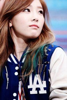I love Taeyeon's hair here!