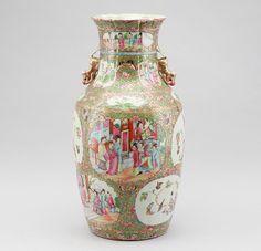 Vaso em porcelana Chinesa de Cantao do sec.19th, 44cm de altura, 3,050 USD / 2,680 EUROS / 11,820 REAIS / 19,300 CHINESE YUAN https://soulcariocantiques.tictail.com
