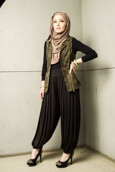 Paired with our Jasmine Jersey Hijabs, our Harem Pants are a must-have for everyone should have this Fall season. Perfectly pleated at the waist and the ankle, these pants will be a staple in your modest wardrobe. They are the ideal way to wear trousers that are loose and modest fitting!  Find them here: https://hijab-ista.com/clothing/pants/HaremPants  Find the Jasmine hijab here: https://hijab-ista.com/hijabs/jersey-hijabs/jasmine  #hijabista #hijab-ista #hijab #fashionista #musthave…