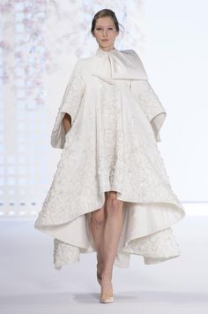 British fashion house Ralph & Russo presented their new Haute Couture spring/summer 2016 collection in Paris. Creative directors Tamara Ralph and Michael Russo Fashion Week, Runway Fashion, Fashion Art, High Fashion, Winter Fashion, Vintage Fashion, Fashion Design, Ralph & Russo, Classy Outfits