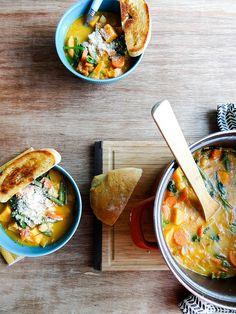 minestrone patata dulce con Garbanzos y Pesto Best Soup Recipes, Chili Recipes, Vegetarian Recipes, Cooking Recipes, Healthy Recipes, Delicious Recipes, Healthy Soup, Healthy Snacks, Healthy Eating