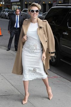ScarJo looked the height of elegance in New York City resting her camel overcoat on her shoulders. If you want to go ladylike supreme, robing is the way forward.