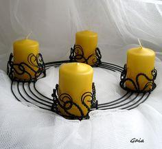 Svícen adventní Svícen pro čtyři svíčky................. adventní Průměr svícnu: 20 cm  pro svíčku o max. průměru 5 cm Výška motivu (svícnu): 4 cm Uvedená cena zahrnuje svícen + 4 svíčky ( možnost upravit cenu bez svíček). Gaia2014