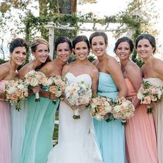 Jillian and her bridesmaids look gorgeous in shades of pastel!
