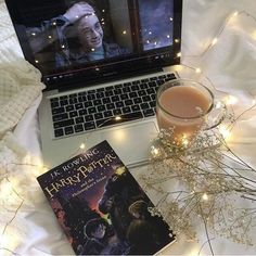 harry potter, book, and coffee image Autumn Aesthetic, Book Aesthetic, Night Aesthetic, Foto Canon, Foto Top, Harry Potter Aesthetic, About Time Movie, Book Photography, Teen Photography Poses