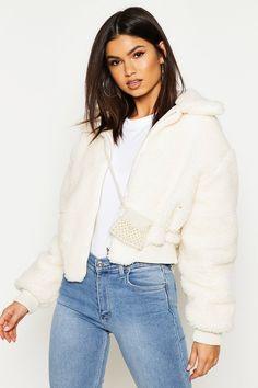 Love this teddy bomber jacket by Boohoo! Perfect for those late summer evening out! CHECK IT OUT! White Jacket Outfit, White Fur Jacket, Faux Fur Jacket, Padded Jacket, Shearling Jacket, Fur Bomber, Bomber Jacket, Style Sportif, Look Cool