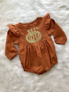 Pumpkin First Birthday Outfit // Baby Girl First Birthday Outfit // Baby Girl Outfit // One Pumpkin Romper // Pumpkin Birtday Outfit // Fall - First Birthday Girl Fall First Birthday, Fall 1st Birthdays, Pumpkin 1st Birthdays, Pumpkin Birthday Parties, Pumpkin First Birthday, First Birthday Outfit Girl, First Birthday Themes, Baby Girl 1st Birthday, Birthday Ideas