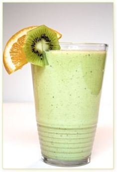 The unique, sweet flavor of a kiwi is so refreshing! Add to that the creaminess of blended Brazil nuts and mmmmm… a satisfying, nutritious breakfast smoothie. Fresh Juice Recipes, Raw Food Recipes, Cooking Recipes, Healthy Recipes, Kiwi Smoothie, Smoothies, Nutritious Breakfast, Greens Recipe, Protein Shakes