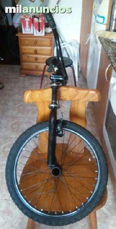 . Horquilla de bicicleta y manillar rueda de bicicleta marca monty esto y otras cosas mas si eres de santiago de compostela te la entrego en tu casa , tambien recibo cambios que ofreces, gracias