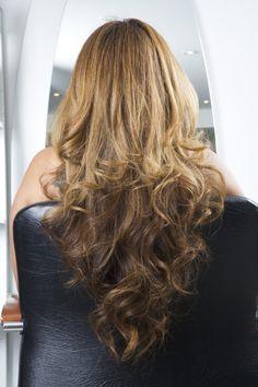 """Long layered """"V""""-shaped haircut. Haircuts For Long Hair With Layers, Haircuts For Wavy Hair, Long Layered Haircuts, Hairstyles Haircuts, Hairstyles Videos, Natural Wavy Hair, Long Wavy Hair, Long Hair Cuts, Natural Hair Styles"""