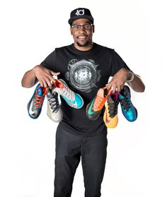 The KD 6 is Kevin Durant's sixth signature shoe with Nike. Click in for the most up to date KD 6 release dates, information, and colorways. Nike Kd Vi, Nike Air Max, Runs Nike, Nike Running, Running Shoes, Kd Shoes, Sock Shoes, Free Shoes, Air Max 2009
