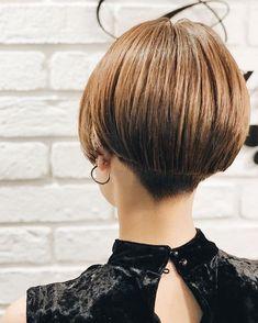 """石川 マリー/Marie IshikawaさんはInstagramを利用しています:「✂︎ . . #カット の詳細💁🏻♀️ . 今回もショートカットの天才 @miyazaki.canon2018 さん作 . 恵比寿の新店に移動されたとの事で行ってきました 恵比寿でも同じ髪型にされるお客様がたくさんいるみたい♪"""" みんなオソロで#わかめちゃんヘア . . .…」 Shory Hair, Short Hair Cuts, Short Hair Styles, Shaved Nape, Pixie Haircut, Cut And Style, Bob Hairstyles, Hair Color, Hair Beauty"""