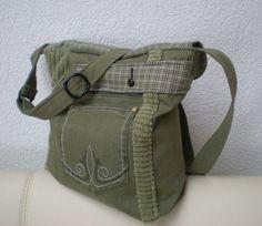 """Umhängetaschen - Tasche mit Klappe Upcycling """"Echse"""" - ein Designerstück von Gasani bei DaWanda"""