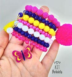 Nenhuma descrição de foto disponível. Beaded Jewelry, Jewelry Bracelets, Handmade Jewelry, Kids Jewelry, Jewelry Making, Fancy Nancy, Chunky Beads, Pearl Bracelet, Hair Bows