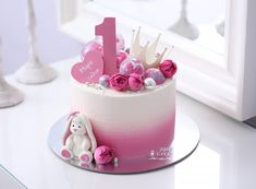 "ТОРТЫ Краснодар on Instagram: ""Милый зайка💗🌸 Весь декор из белого шоколада🍫 цветочки живые🌸 Вес торта 2 кг"" 3rd Birthday Cakes, Birthday Parties, Baby Girl Cakes, Cupcakes, First Birthday Outfits, Cake Decorating Techniques, Gorgeous Cakes, Drip Cakes, Princess Birthday"