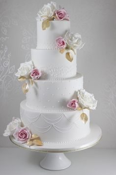 Kuchen - Kuchen – Weddbook is a content discovery engine mostly specialized on wedding concept. You can collect images, videos or articles you discovered organize them, add your own ideas to your collections and share with other people Small Wedding Cakes, Luxury Wedding Cake, Elegant Wedding Cakes, Wedding Cakes With Flowers, Beautiful Wedding Cakes, Gorgeous Cakes, Pretty Cakes, Amazing Cakes, Cold Cake