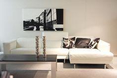 Een strak salon kan ook gezellig zijn zoals deze hoekzetel Pianca toont.