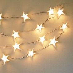 Add a little whimsy to your decor with this easy DIY star light garland! ♥♥