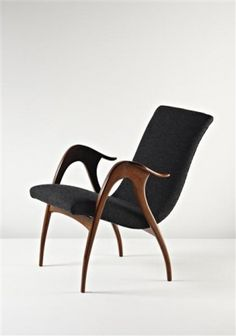 how relaxing does this chair look! i love those arms/legs.