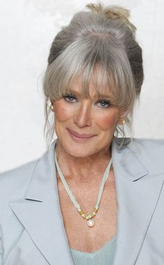 Linda Evans--this is the color of my hair now! Linda Evans, Silver White Hair, Ageless Beauty, Aging Gracefully, Grey Hair, Beauty Hacks, Hair Makeup, Hair Cuts, Hair Color