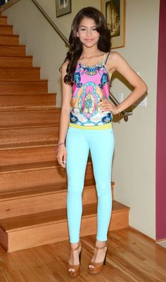 I like all the colors in her outfit. Such a cute spring or summer outfit!