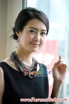 Lee Yo Won (amazing talent).. improved much since queen seondok...