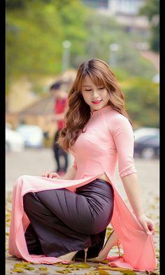500 x 720 Ao Dai, Korean Girl Fashion, Asian Fashion, Vietnam Girl, Vietnamese Dress, Asia Girl, Beautiful Asian Women, Sexy Asian Girls, Traditional Dresses