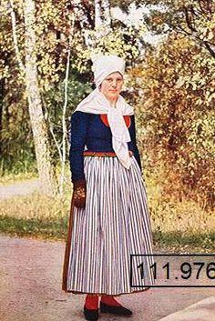 OG.111976.Skedevi.folkdrakt Folk Costume, Costumes, Swedish American, Vintage Postcards, Folklore, Welsh, Scandinavian, Celtic, Fashion