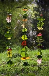 Leaf art could make a lovely hanging mobile from a twig photo frame. #forestschoolidea