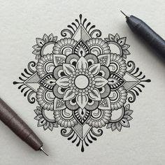 40 Beautiful Mandala Drawing Ideas & How To - Brighter Craft 40 Beautiful Mandala Drawing Ideas & Inspiration - Brighter Craft Mandala Doodle, Mandala Art Lesson, Mandala Artwork, Mandala Painting, Zen Doodle, Mandala Sketch, Abstract Paintings, Art Paintings, Watercolor Mandala