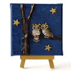 Night friends (Éjjeli barátok) - 10 x 10 cm (10 x 14 cm), 2018 #paverpol #textile #textil #acrylic #akril #vivienholl #night #éjszaka #barátság  #friends #owl #bagoly Techno, Flag, Country, Art, Art Background, Rural Area, Kunst, Science, Country Music