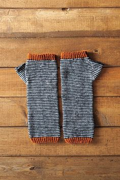 Scrunchy Ombre Arm Warmers - by Amanda Schwabe - Simple Stripes Version