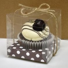 To-Go Cupcakes instead of a grooms cake. Takes care of your wedding guest favors as well! GREAT idea