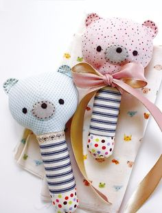 fabric baby rattle pattern Get the perfect kids toys for your youngsters Sewing Stuffed Animals, Stuffed Toys Patterns, Handmade Baby, Handmade Toys, Baby Toys, Kids Toys, Toddler Toys, Baby Baby, Baby Girls