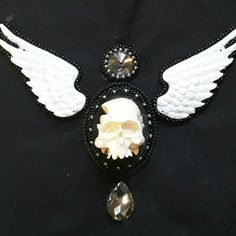 Parallel second work... new Goth bead embroidery necklace. Parallelarbeit an einem neuen Gothic Collier.