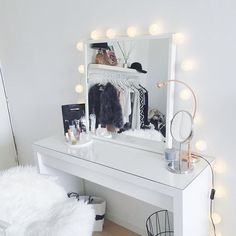 Makeup Toaster for a professional make-up at home - Zimmer - Living Room Table My New Room, My Room, Glam Room, New Home Designs, Blog Designs, Beauty Room, Beauty Desk, Diy Beauty, Beauty Makeup