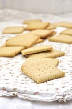 Πασχαλινά βουτυρένια μπισκότα Chocolate Covered, Biscuits, Cookies, Desserts, Food, Vegan Biscuits, Chocolate Candies, Easter Activities, Postres