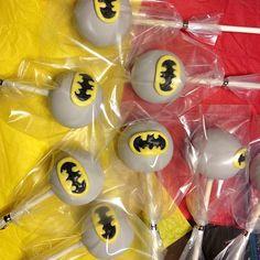 Batman cake pops       found on Flickr at KCreationCakepops #batman #super hero